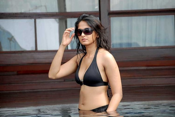 Anushka Shetty hot Black saree photos