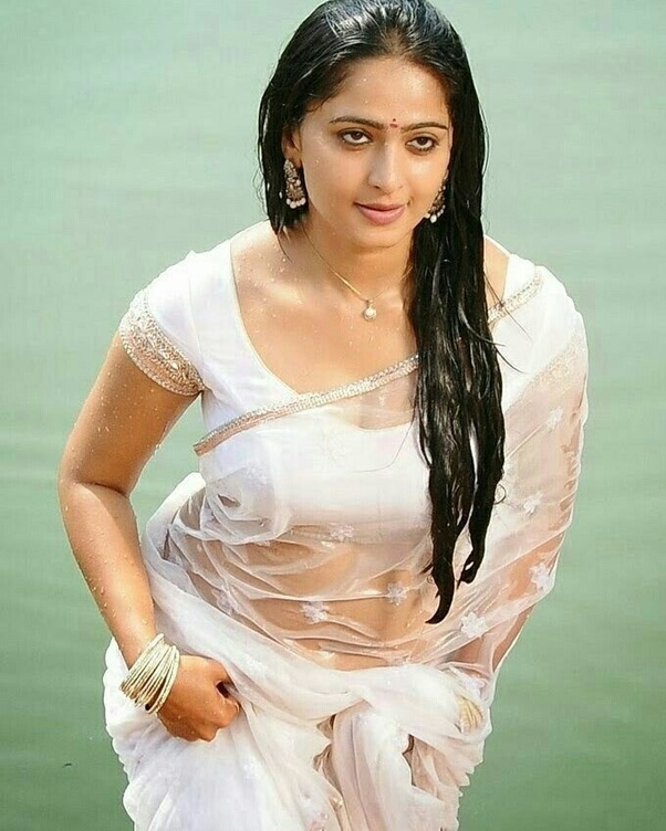 Anushka Shetty Full Hot Photo in saree