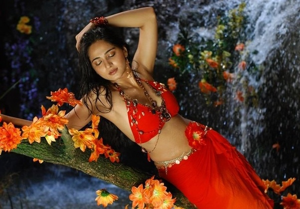 Anushka Shetty Hot Bikini Photos