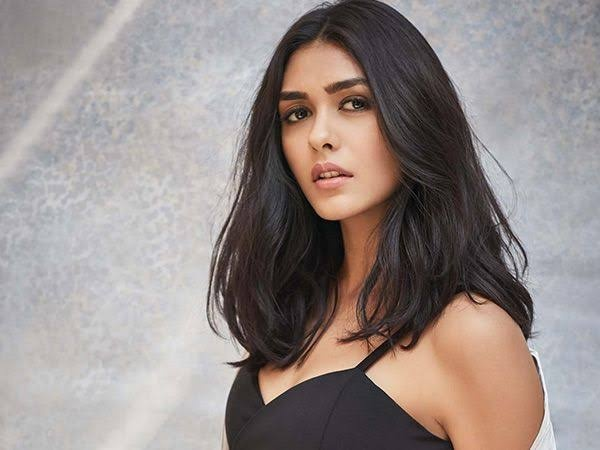 Mrunal Thakur  HONEY ROSE PHOTO GALLERY   : IMAGES, GIF, ANIMATED GIF, WALLPAPER, STICKER FOR WHATSAPP & FACEBOOK #EDUCRATSWEB